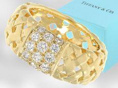 """Ring: moderner und sehr hochwertiger Brillant-Goldschmiedering aus dem Hause Tiffany & Co., """""""