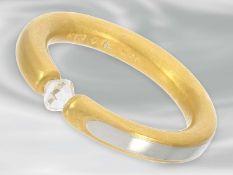 Ring: moderner, massiver Spannring mit einem speziellen Diamanten, ca. 0,39ct, 950er Platin und 21,