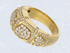 Ring: wertvoller Goldschmiedering mit reichhaltigem Brillantbesatz, ca. 1ct, hochwertige