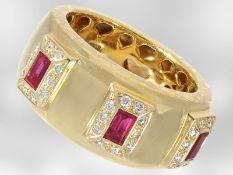 Ring: unikater Gelbgoldring mit Rubinen und Brillanten, insgesamt ca. 0,78ct, 18K Gold,