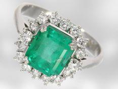 Ring: weißgoldener Smaragdring mit Brillanten, insgesamt ca. 2,72ct, 14K Gold, Hofjuwelier