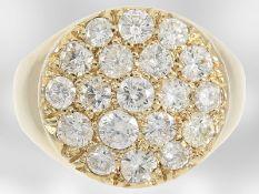 Ring: nahezu neuwertiger hochkarätiger Goldschmiedering mit Brillantbesatz, insgesamt ca. 1,8ct, 14K