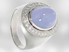 Ring: schöner Weißgoldring mit Chalzedon und Diamanten, 18K