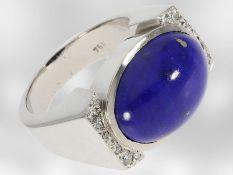 Ring: außergewöhnlich schwerer und massiver 18K Goldschmiedering mit Diamanten und großem