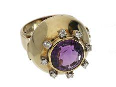 Ring: Amethystring mit Brillanten, in außergewöhnlichem vintage Design, sehr massive Handarbeit, 14K