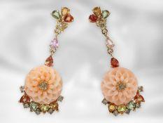 Ohrschmuck: sehr dekorative Blütenohrhänger mit Engelshautkoralle, Farbsteinen und Brillanten, 14K