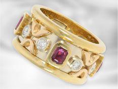 Ring: interessanter, sehr massiv gefertigter Bicolor-Goldschmiedering mit reichem Farbstein- und