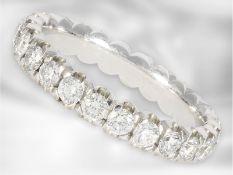 Ring: klassischer, weißgoldener Brillant-Memoire-Ring aus dem Hause Acredo, ca. 1,44ct, 18K