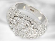 Ring: hochwertiger dekorativer Diamantring, insgesamt ca. 2,07ct, 18K Weißgold