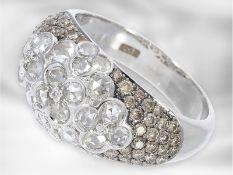 Ring: neuwertiger weißgoldener Brillantring mit Diamantrosen und fancy Brillanten, insgesamt ca. 1,