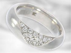 Ring: massiver, ehemals teurer Goldschmiedering aus Platin mit Brillantbesatz, solide