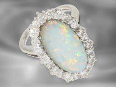 Ring: schöner vintage Opalring mit Brillanten, insgesamt ca. 1ct, 18K Weißgold Ca. Ø15mm, RG48,