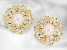 Ohrschmuck/Brosche: äußerst dekorative und ausgefallene Perlen/Brillant-Ohrstecker in Blütenform,