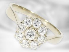 Ring: attraktiver Blütenring mit Brillanten von insgesamt ca. 0,9ct, 14K Weißgold Ca. Ø18,5mm,