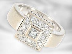 Ring: schwerer dekorativer Weißgoldring mit Diamanten, insgesamt ca. 0,43ct, 18K Gold Ca. Ø16mm,