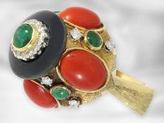 Ring: extravaganter vintage Goldschmiedering mit Smaragd- und Korallcabochons sowie Diamanten, 18K