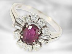 Ring: schöner vintage Rubinring mit Diamanten, insgesamt ca. 1,6ct, 14K Weißgold Ca. Ø18mm, RG56,