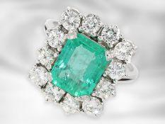 Ring: sehr dekorativer, hochwertiger vintage Smaragd/Brillant-Goldschmiedering, Handarbeit aus 18K