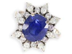 Ring: schöner vintage Saphirring mit Diamanten, insgesamt ca. 3,21ct, Gold rhodiniert