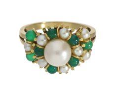 Ring: alter 18K Goldschmiedering mit Smaragd und Zuchtperlen, um 1960