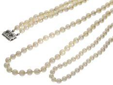 Kette/Collier: 2 vintage Zuchtperlenketten sowie ein doppelreihiges Perlenarmband, alle mit hochw