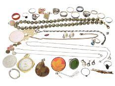 Konvolut: vintage Konvolut aus Silberschmuck, eine Steinkette sowie Modeschmuck und Goldschmuck</