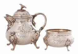 Teekanne und Zuckerschale im Stil des Rokoko