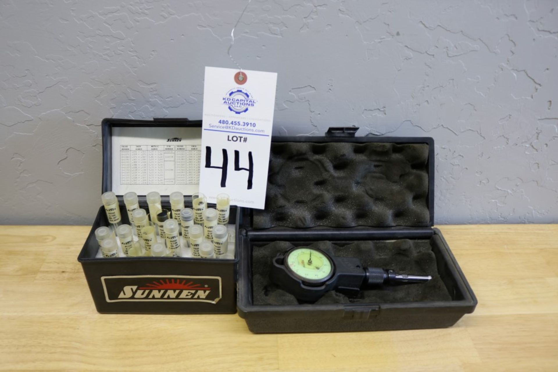 "Lot 44 - Sunnen GR-3000 Dial Indicator Assembly with Various Size Sunnen Probes .054"" .535"""