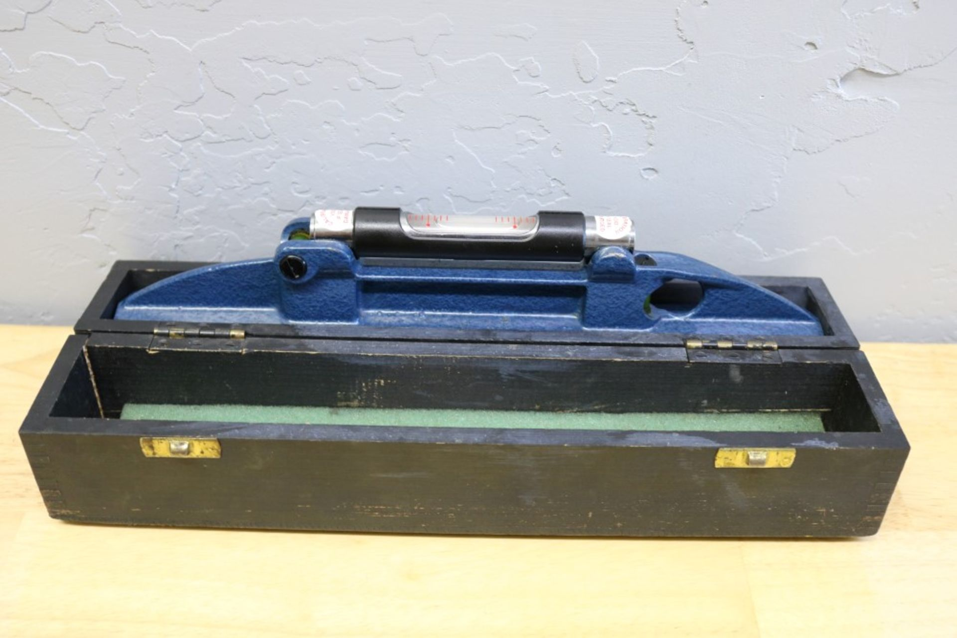 Lot 51 - Moore and Wright Machine Leveler