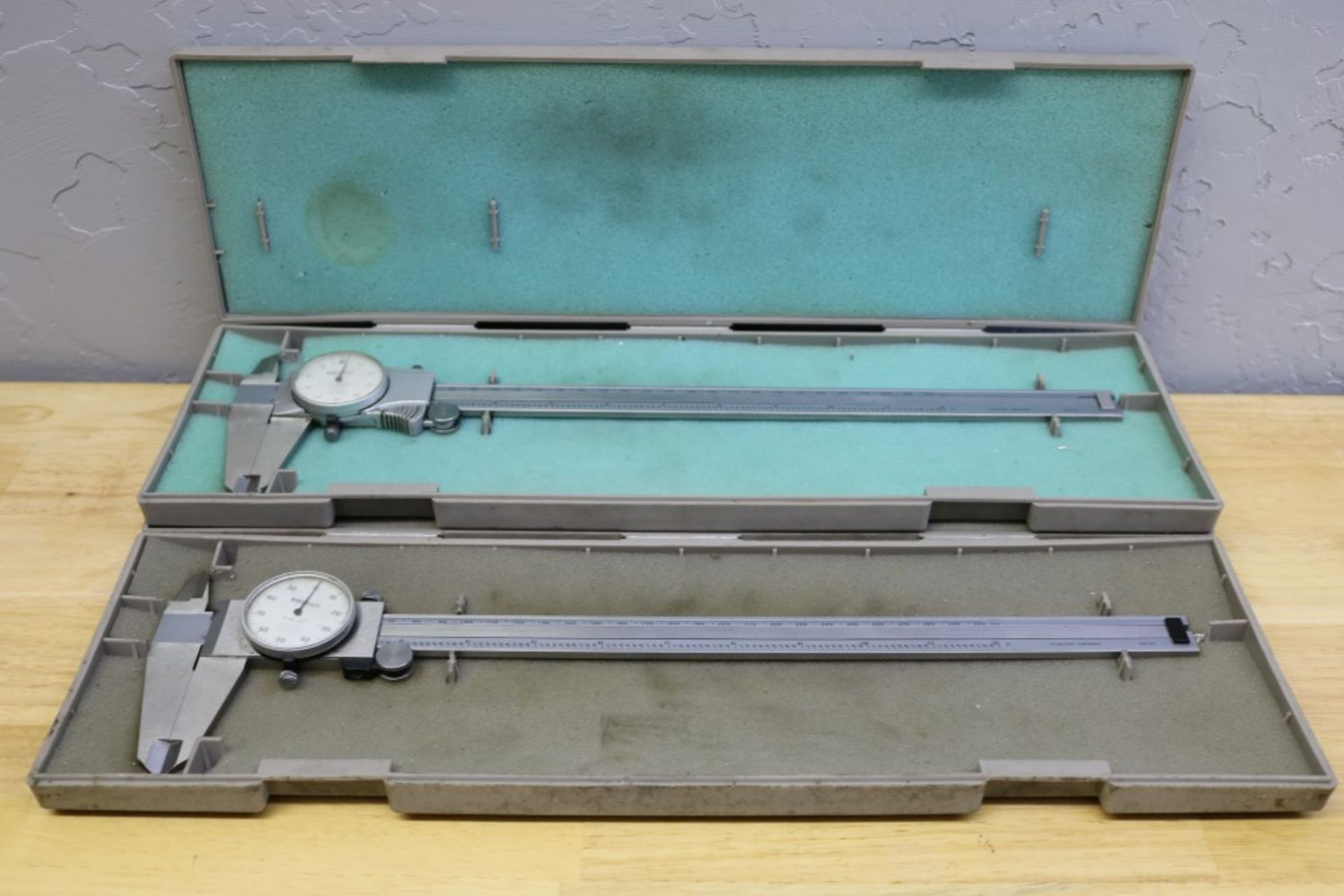 Lot 3 - (2) Mitutoyo Dial Calipers .001-12""