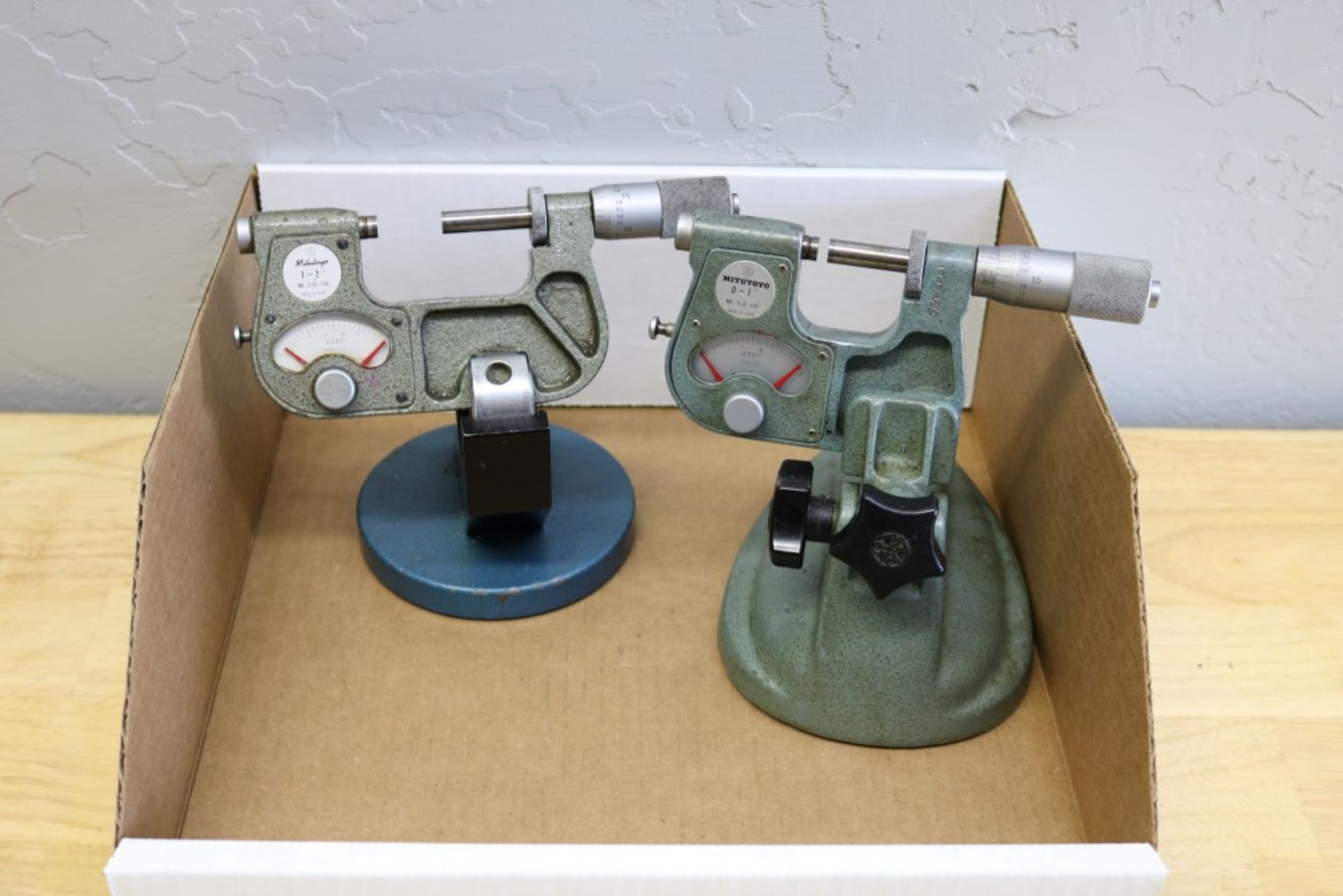"""Lot 27 - Mitutoyo OD Indicating Micrometer with Stand 0-1"""", Mitutoyo OD Indicating Micrometer with Stand"""