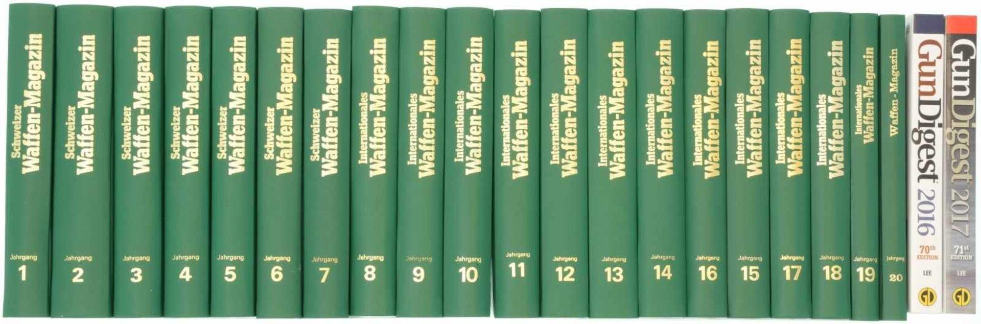 Konvolut von 20 gebundenen Waffen-Magazin-Jahrbüchern<