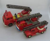 3 Feuerwehrwagen, 2 Wagen gem. GAMA, 2x Kunststoff, 1x Blech, Fehlteile, tlw. besch., l.
