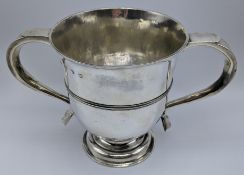 A George I silver porringer, hallmarked London, 1725-26, maker William Atkinson, 431g, H.14cm