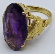 A Chinese 14ct yellow gold Amethyst ring, the gold mounted flanked by stylised dragons, 6g, size L