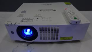 Panasonic PT-VMZ60 WUXGA 6K Lumen Laser Solid Shine Projector BRAND NEW IN ORGINAL BOX NOT USED Se