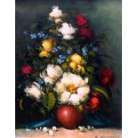 Farbenfrohes BlumenstilllebenÖl/Leinwand. Prächtiges Blumenstilleben in bauchiger, roter Vase vor