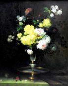Prunkvolles BlumenstilllebenÖl/Leinwand. Auf einem grünen Tisch, der an der rechten