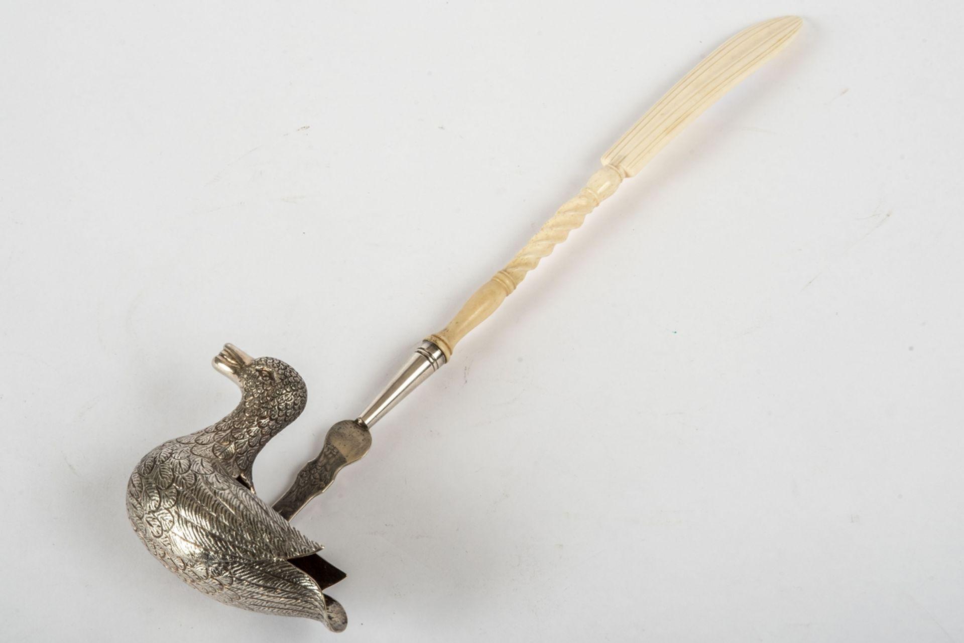Punschkelle in Form einer Ente um 1900