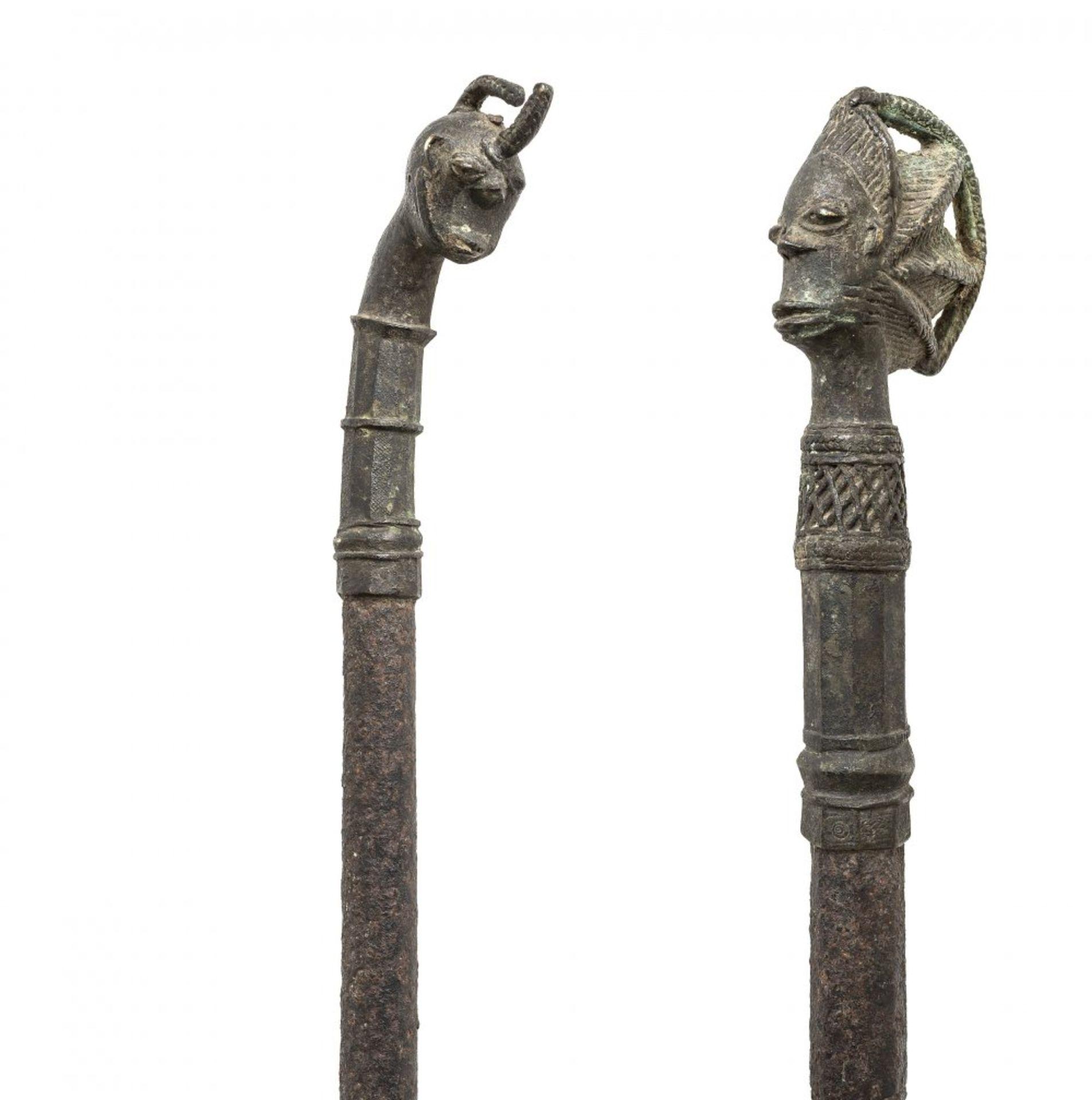 Los 198 - RitualstabAfrika, wohl Yoruba (Nigeria). Ogboni-Geheimbund. Bronze. L. 57,5 cm....