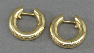 Paar Creolen 18 kt. Gelbgold, runde Form, zusammen ca 7g, d 3 cm,