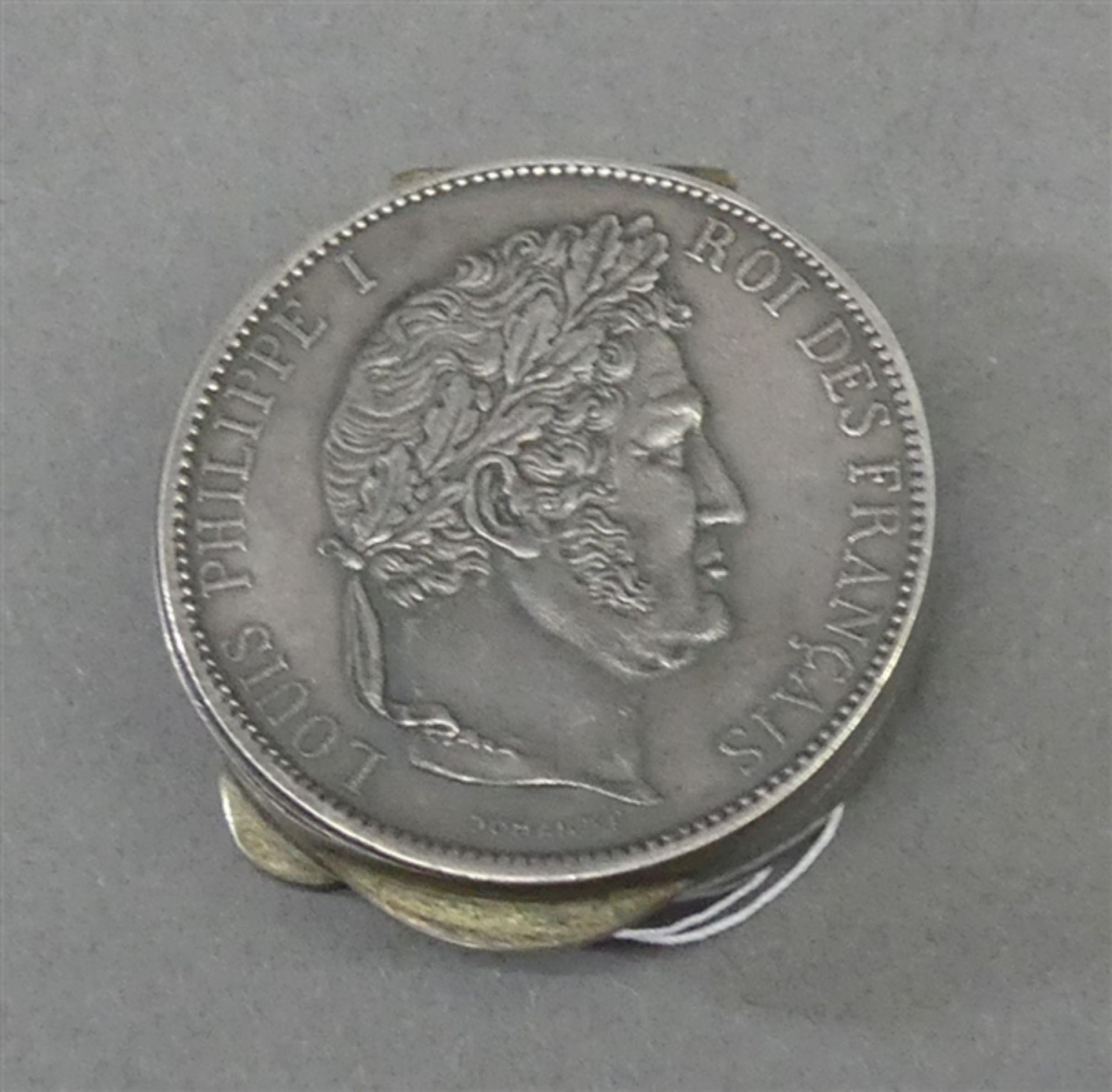 """Pillendose Silber, Deckel und Boden mit Münze, """"Louis Philippe I. König von Frankreich, 5 Francs"""