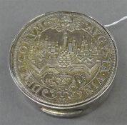 """Pillendose Sterlingsilber, punziert,Deckel mit Münze, """"Delicorum Augustana"""", rund, ca 64g, d 4,7"""