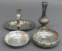 Konvolut Silber, punziert, 1 Ziervase, 1 Henkelschale, 2 Konfektschalen, verschiedene Dekore, zus.