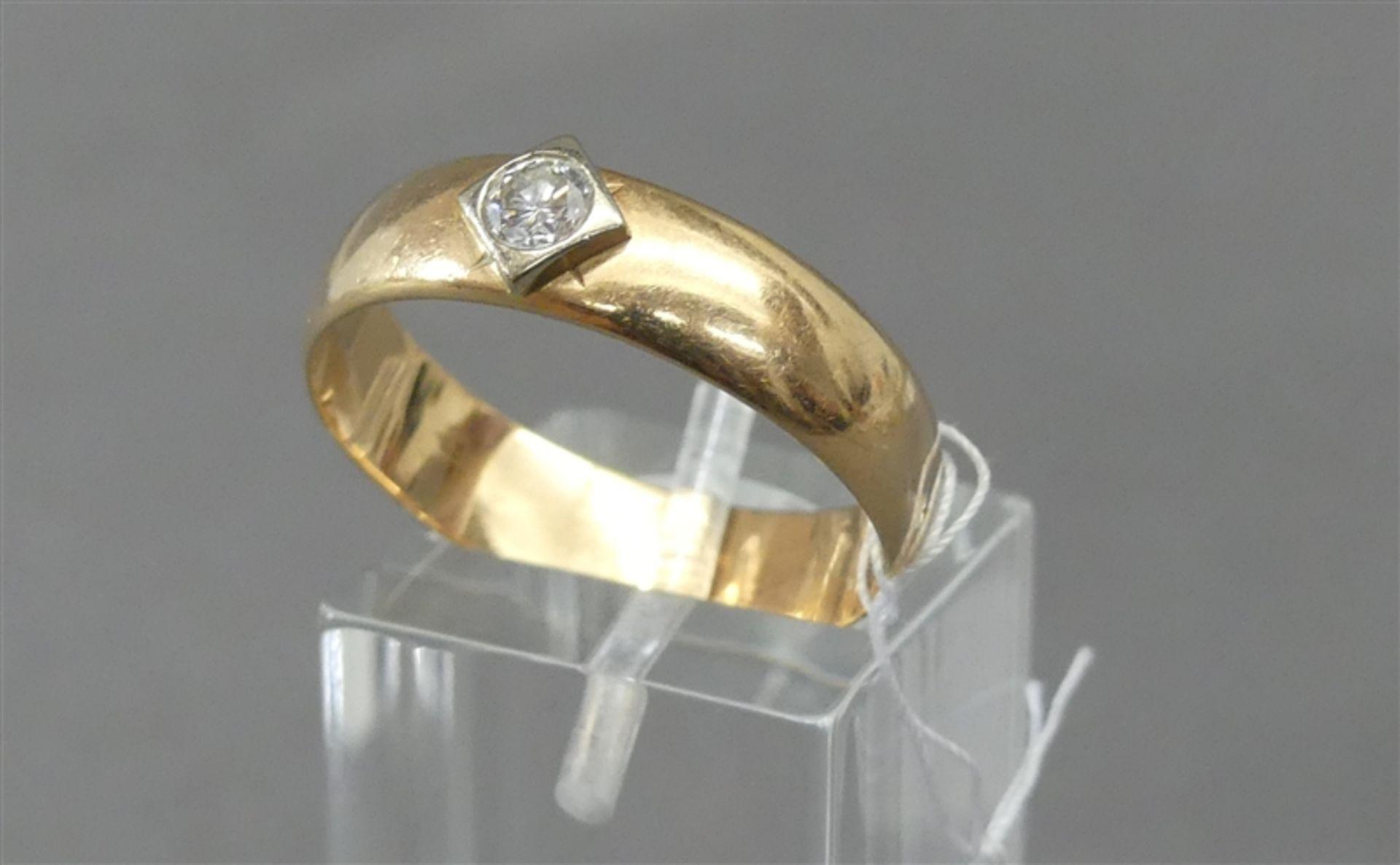 Damenring 14 kt. Rotgold, 1 Brillant ca 0,20 ct., weiß, ca 5g, RM 66