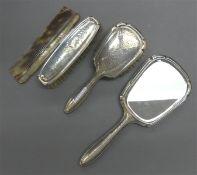 """Toilettengarnitur 835er Silber, punziert, Hammerschlagdekor, Monogrammgravur """"HR"""", 1 Handspiegel, 2"""
