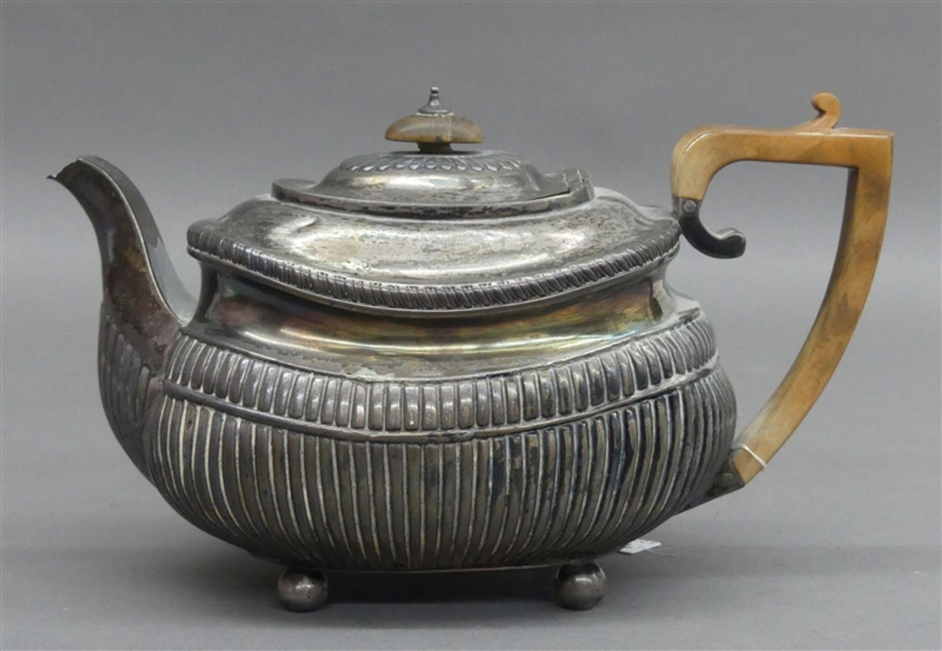 Teekanne England, um 1820, Silber, Holzgriff, klassischer Dekor, bestoßen, Standfüßchen, h 16 cm,