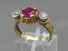 Damenring, um 1900 14 kt. Gelbgold, 1 ovaler Rubin (18x7 mm), 2 weiße Saphire im Brillantschliff,