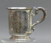Henkelbecher Silber, florale Gravur, Monogrammkartusche, punziert, England,um 1940, h 10 cm, 150g,