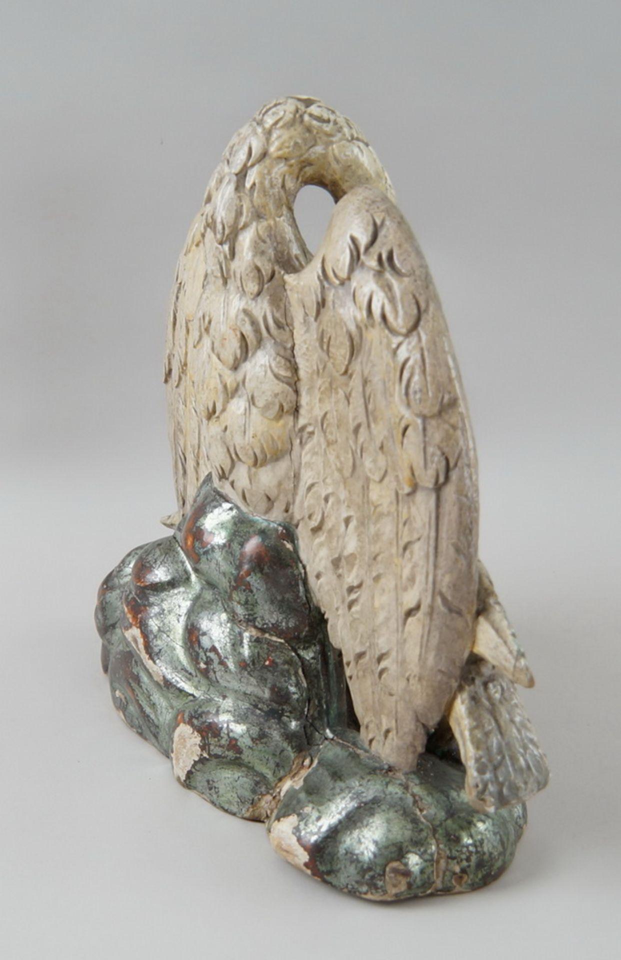 Los 11 - Pelikan, der seinen Jungen sein Blut opfert, Holz geschnitzt und polychrom gefasst, um1900,
